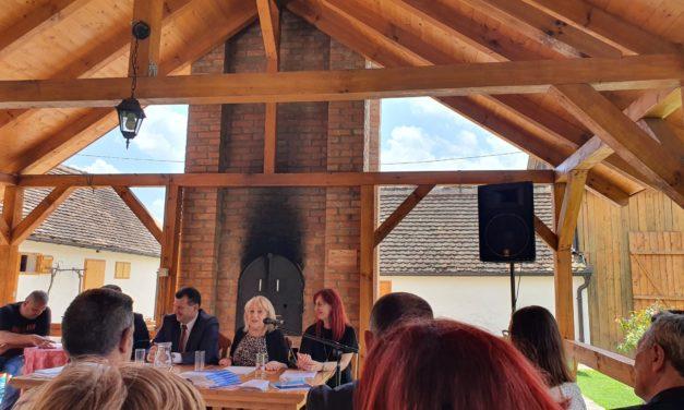 """Istraživanje """"Praćenje faktora rizika po zdravlje neformalnih negovatelja u Republici Srbiji"""" predstavljeno je u našoj Avliji održivog razvoja u Bogatiću."""
