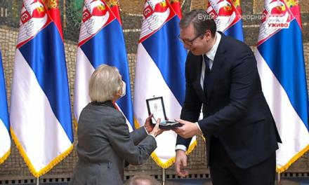 Zlatna medalja za zasluge Danici Šmic starijoj volonterki Crvenog krsta Srbije